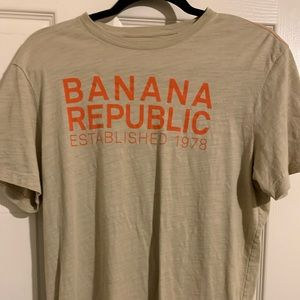 T shirt by banana republic